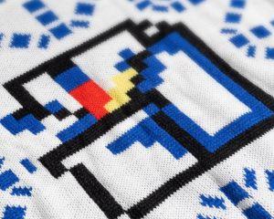 Découvrez le nouveau pull moche de Noël de Microsoft aux couleurs de Paint