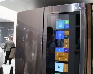 [Insolite] Un frigo LG tournant, sur sa face avant, sous Windows 10 !
