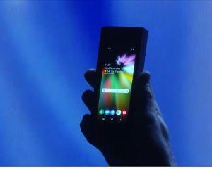 Samsung présente un prototype de smartphone avec écran flexible