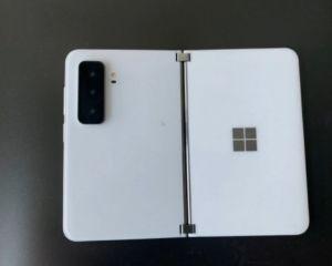 Le Surface Duo 2 en fuite : triple module photo à l'arrière