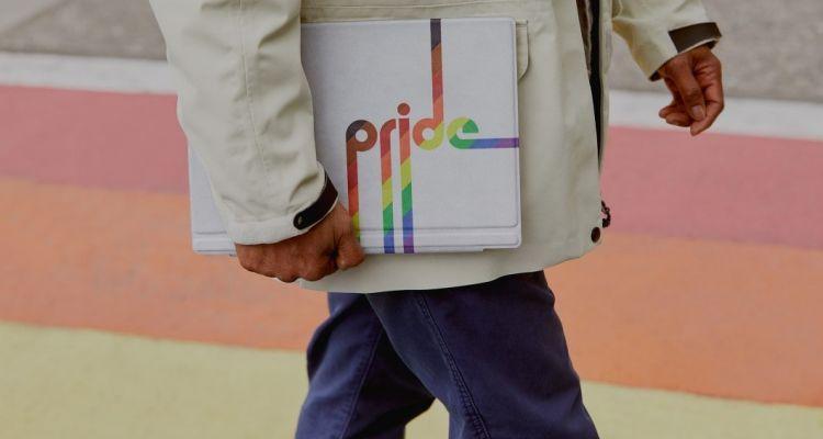 Microsoft crée un Type Cover Surface Pro pour la Gay Pride