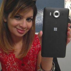 Dona Sarkar, responsable du programme Insider, utilise un téléphone non sorti !