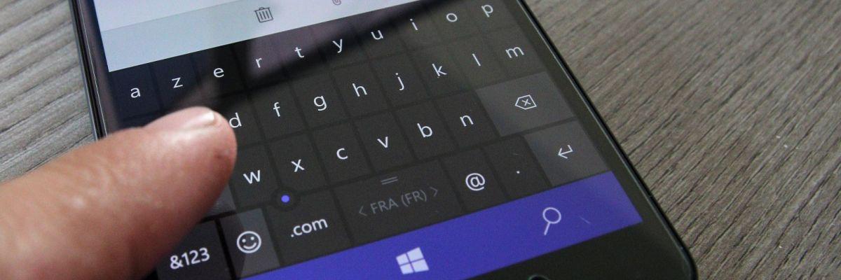 Comment accélérer la saisie de texte sur le clavier de Windows 10 Mobile ?