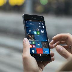 """Le Microsoft Lumia 650 finalement compatible avec la fonction """"Double Tap"""" ?"""