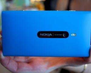 Le Nokia Lumia 800 a une excellente résistance aux chocs