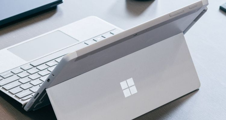 "Surface Pro 7 : USB-C et Type Cover ""collé"" à la tablette ?"