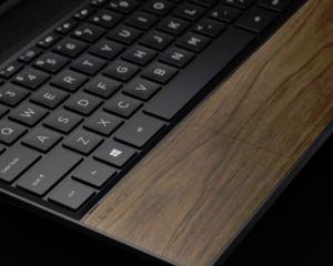 Insolite : que diriez-vous d'un PC portable recouvert partiellement de bois ?
