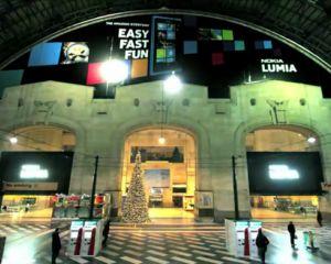 Une pub énorme pour le Nokia Lumia 800 à la Station Central de Milan