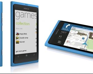 Le Nokia Lumia 800 en couleur cyan disponible chez The Phone House