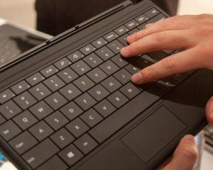 Power Cover, un clavier avec batterie, pour les Surface de MS