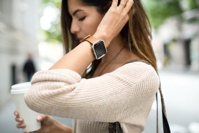 Fitbit-Blaze-Lifestyle-3-RGB-HI-640x427