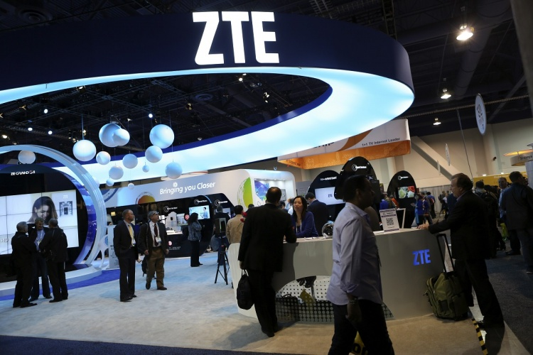 visitors-check-out-the-zte-booth-display-during-the-ces-2014